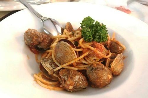 スパゲッティボンゴレ トマトソース