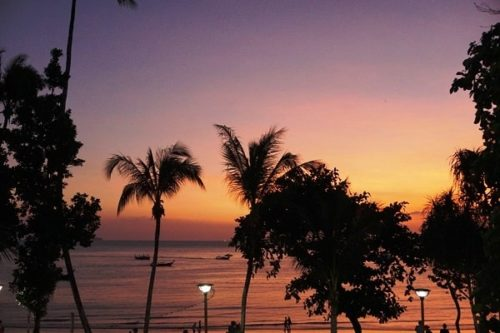 アオナンビーチの夕日